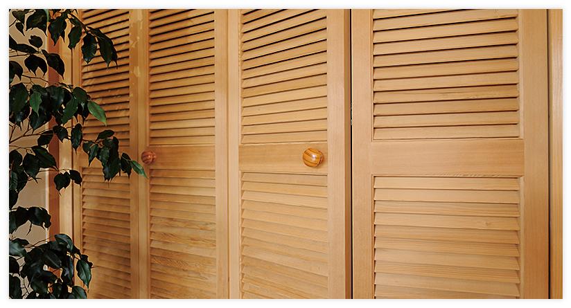 木製無垢材の通気ドア