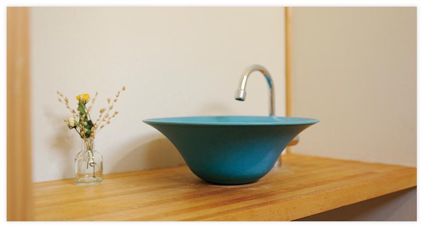 信楽焼きと手水鉢カウンター
